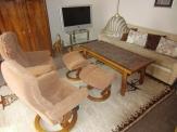 Wohnzimmer mit Sofa, 2 Stressless-Sessel, Loewo-TV-Gerät
